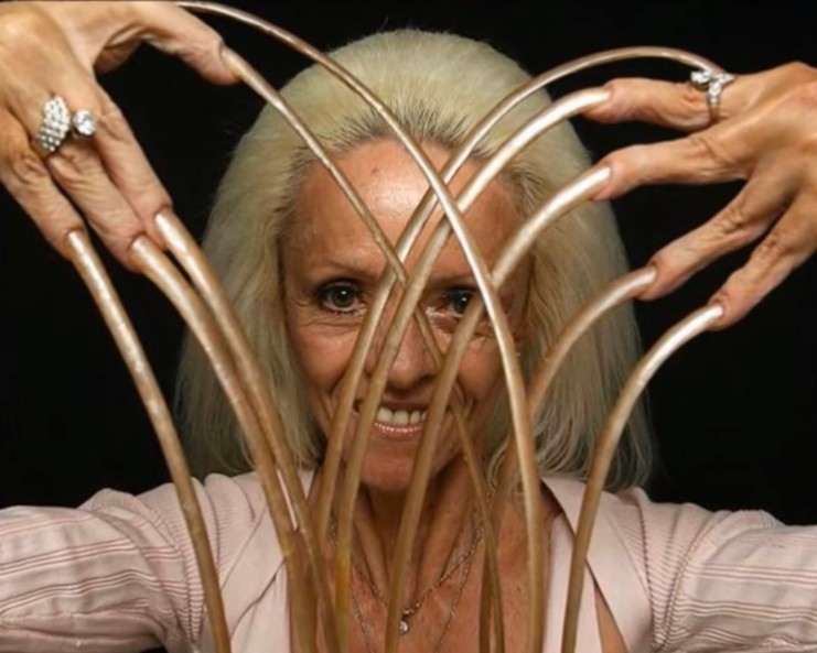 American woman used to have the longest fingernails in the world