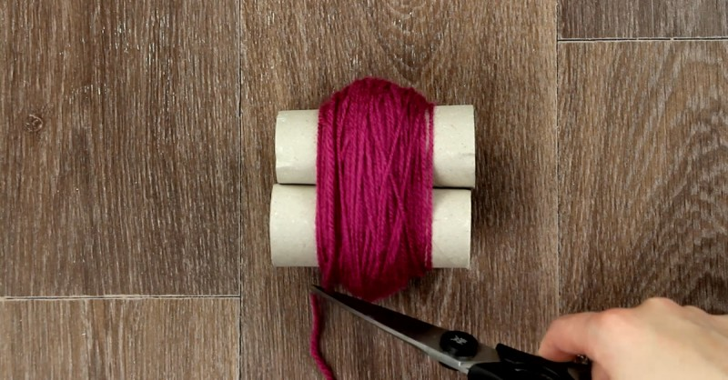 Bobble Rug From Toilet Paper Rolls And Wool