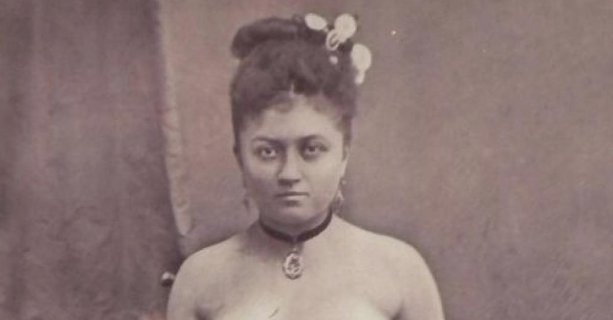 Frau Mit Drei Brüsten