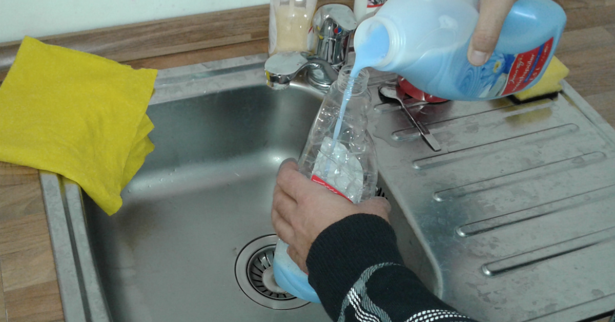 How to use fabric softener to remove old wallpaper