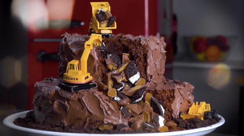 Admirable 4 Fun Creative Birthday Cakes For Kids Birthday Cards Printable Nowaargucafe Filternl