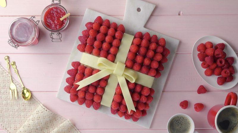Raspberry Cake Gift