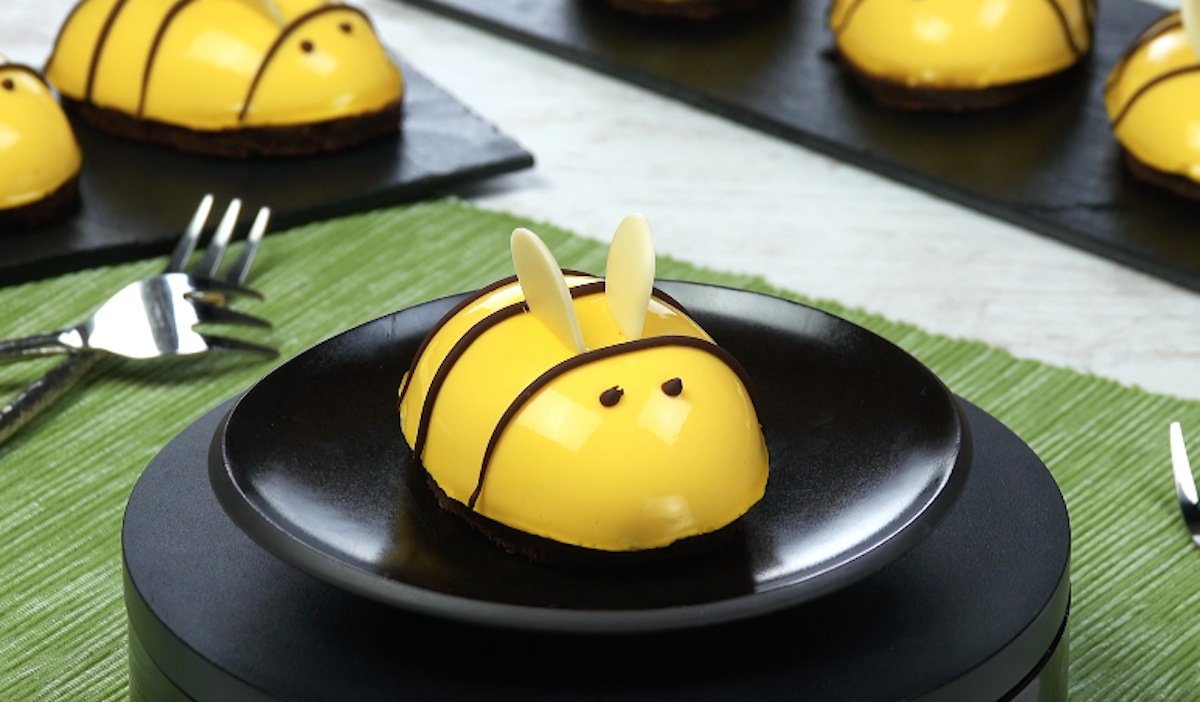 Chocolate Cheesecake Bumblebees