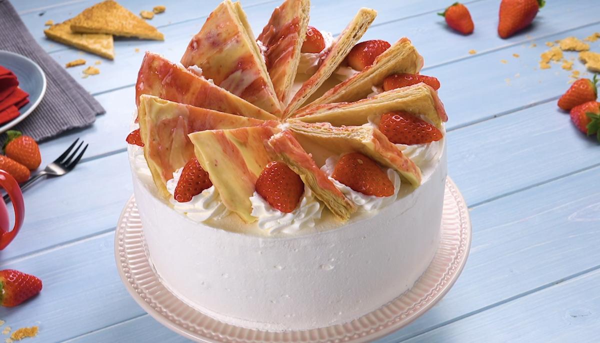 Dutch Strawberry Cake