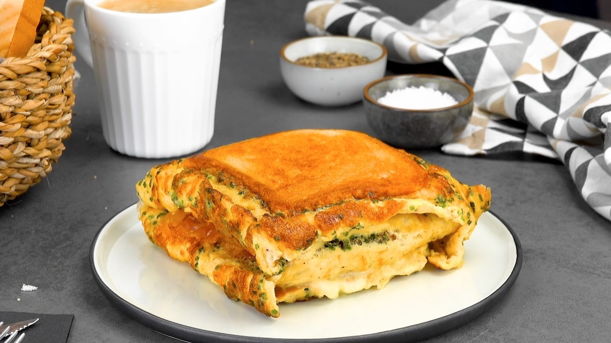 Bacon Omelet Grilled Cheese