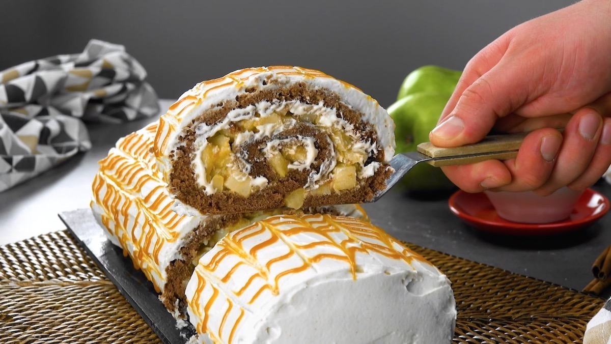 Caramel Apple Cake Roll